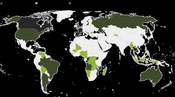 Đầu tư đất đai của Trung Quốc ở nước ngoài tính tới giữa năm 2017. Màu đen: đầu tư vào đất nông nghiệp; màu xanh: thuê - mua đất dài hạn; kẻ sọc: cả đất nông nghiệp và thuê - mua đất dài hạn. Nguồn: bloomberg.com