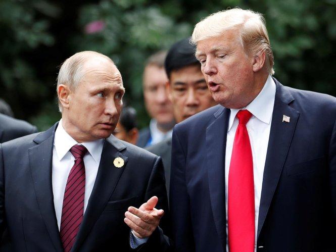 Ông Trump (phải) và ông Putin chỉ kịp chào nhau trong lần gặp mặt trực tiếp gần nhất tại Đà Nẵng tháng 11-2017. Ảnh: Reuters