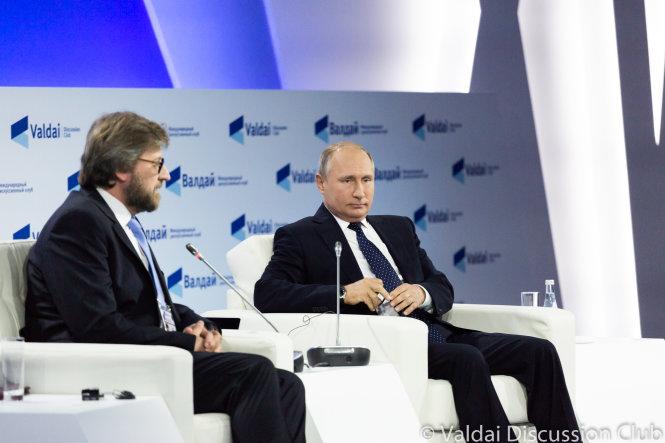 Tổng thống Nga Vladimir Putin (phải) ở Câu lạc bộ Valdai 2018 - Ảnh: valdaiclub.com