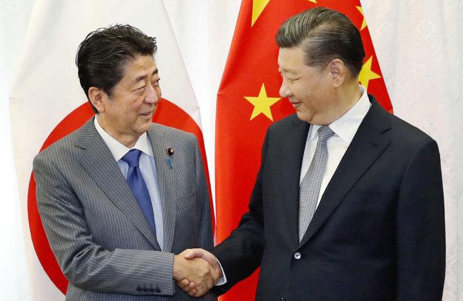 Thủ tướng Nhật Bản Shinzo Abe (trái) và Chủ tịch Trung Quốc Tập Cận Bình. Ảnh: Asian Nikkei Review