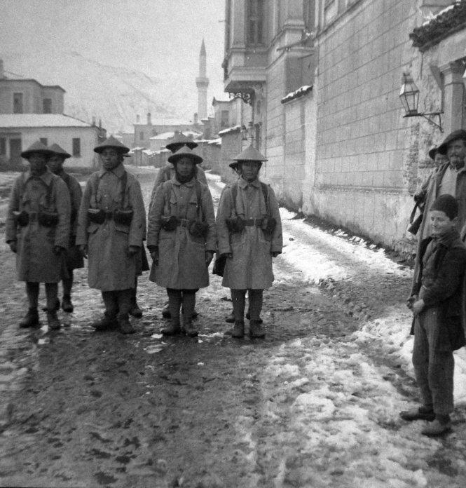 Lính tập An Nam trên đường phố châu Âu trong Thế chiến I (ảnh chụp năm 1917). Ảnh: Wikipedia