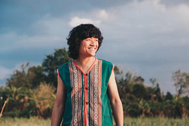 Mỗi khi về VN, nghệ sĩ Ngô Hồng Quang lại đi tìm núi đồi để