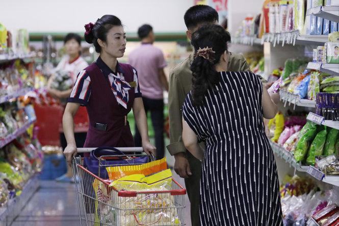 Trong một siêu thị ở Bình Nhưỡng, ảnh chụp tháng 12-2018. Ảnh: AP