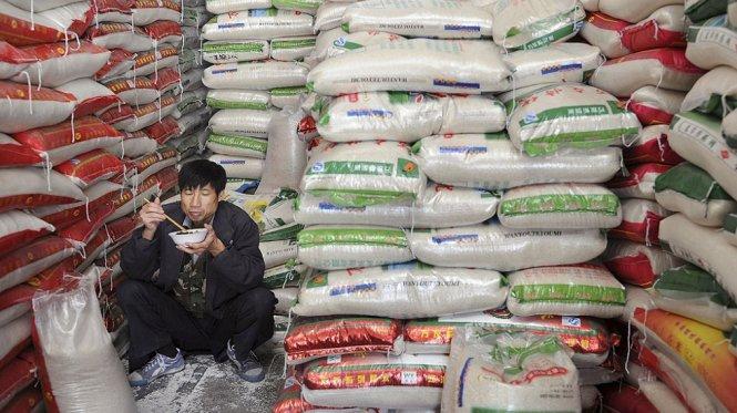 Một cửa hàng gạo ở tỉnh Vũ Hán (Trung Quốc). Quốc gia này đang có lượng gạo dự trữ