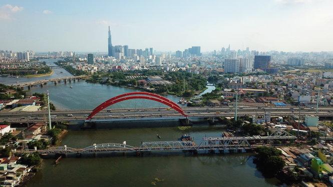 Cầu đường sắt Bình Lợi cũ nằm cạnh cầu Bình Lợi trên đường Phạm Văn Đồng. Ảnh: Quang Định