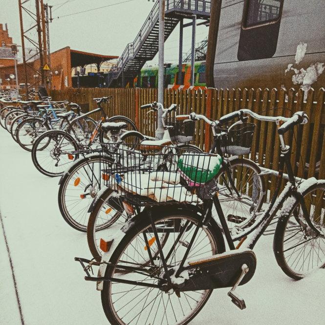 Xe đạp để khắp nơi. Ảnh: Hoàng Oanh