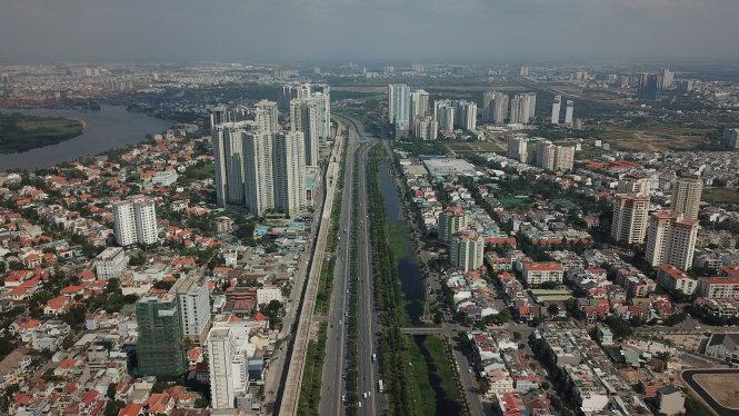 TP.HCM có thể phát triển bất động sản cao cấp sang hướng quận 2, quận 7... Ảnh: Quang Định