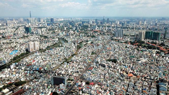 Hạ tầng khu nội thành cũ của TPHCM đang bị quá tải bởi các dự án cao tầng mọc lên ngày càng nhiều. Ảnh: Quang Định