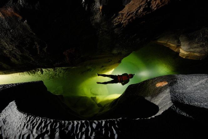 Lặn hang động đòi hỏi sự trầm tĩnh phi thường. Ảnh: Ryan Deboodt