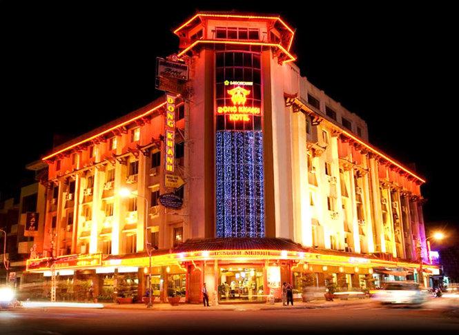 Cao lầu Đồng Khánh lừng lẫy một thời, nay là khách sạn.