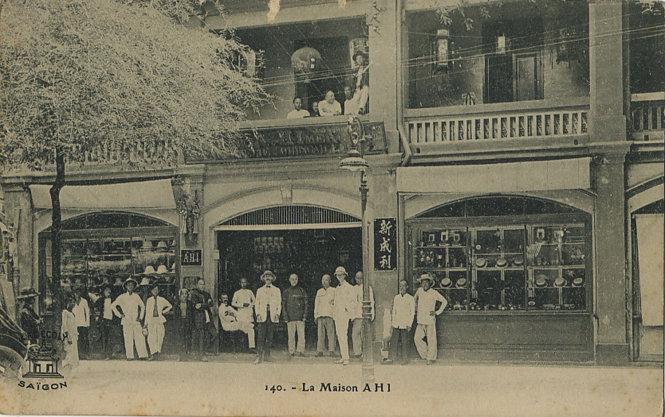 Một hiệu buôn của Hoa Kiều trên đường Catinat (nay là đường Đồng Khởi), ảnh của Hội Địa lý Lille, đăng tháng 1-1883. Ảnh: pinterest.com