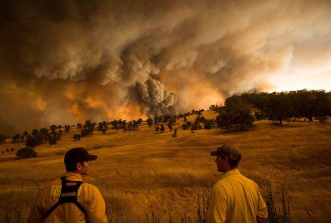 Cháy rừng diện rộng do biến đổi khí hậu ở California năm 2018. Ảnh: EcoInternet
