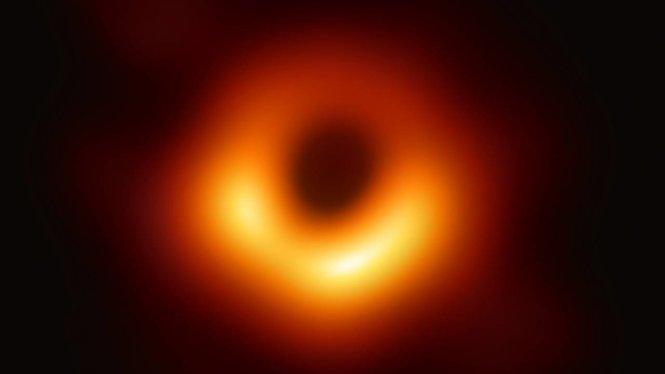 """Hình ảnh lỗ đen vũ trụ chụp """"ngược sáng"""". Ảnh: EHT"""