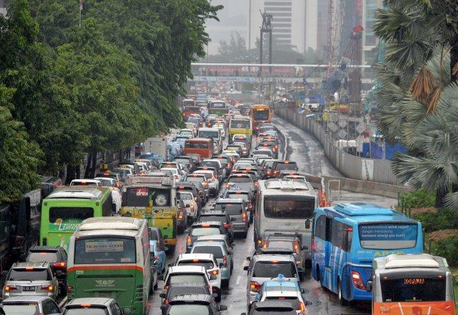 Jakarta từ lâu đã trở thành một bãi đậu xe khổng lồ. Ảnh: AFP