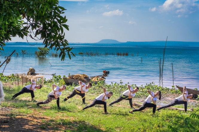 Tập yoga ở những nơi thiên nhiên đẹp là sản phẩm hấp dẫn của du lịch nghỉ dưỡng. Ảnh: Bảo Trọng