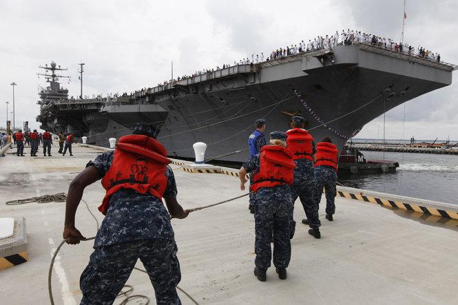 Tàu sân bay Mỹ USS Abraham Lincoln đã có mặt ở vùng Vịnh vào đầu tháng 5. Ảnh: AP