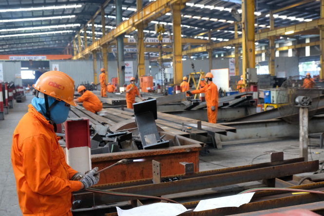 Nhu cầu tuyển dụng các vị trí quản lý cấp trung tại các nhà máy sản xuất, chế tạo đang tăng và mức lương của nhóm này cũng cao hơn so với lĩnh vực khác. Ảnh: VŨ THỦY