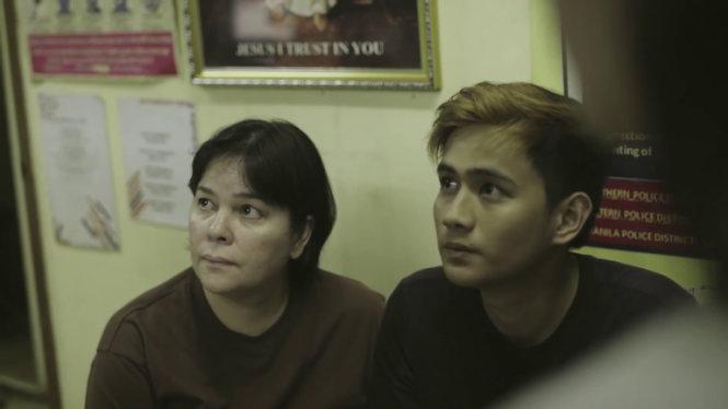 Bà mẹ và con trai trong phim