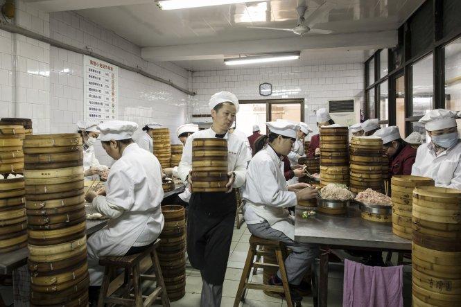 Một nhà bếp chia sẻ ở Trung Quốc. Ảnh: Bloomberg