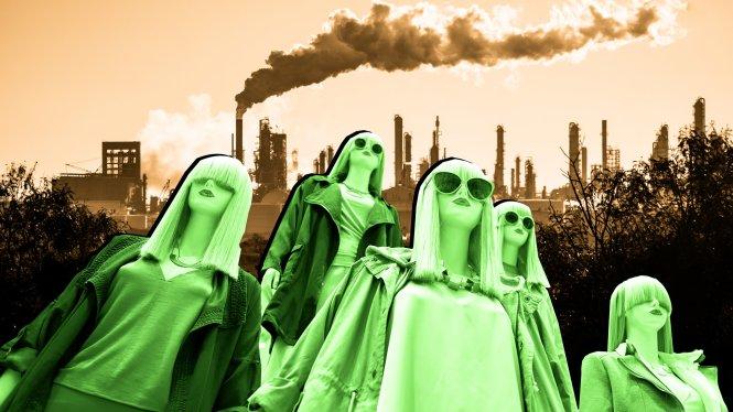 Phía sau quyền năng chi trả dễ dàng của người tiêu dùng thời trang nhanh là những cái giá đắt cho môi trường. Ảnh: ozy.com