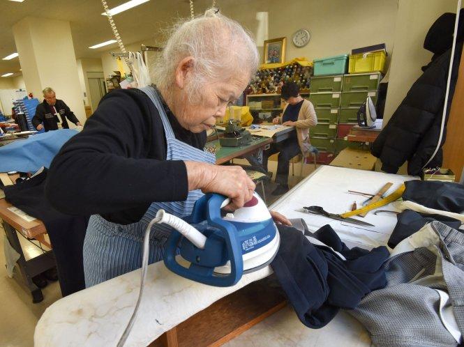 Người cao tuổi tham gia lao động: Nhật Bản và Việt Nam