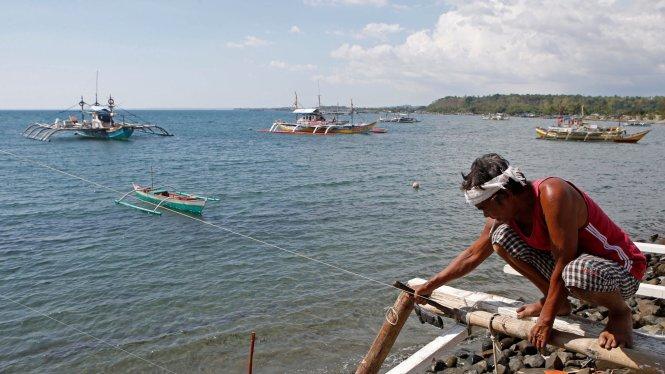 Các thỏa thuận chính trị và quân sự phải tính tới cả những ngư dân, một lực lượng lớn mưu sinh bằng biển. Ảnh: Reuters