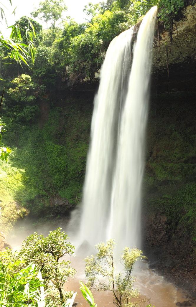 Nếu là một người yêu thiên nhiên, ở TP.HCM bạn chỉ cần tốn khoảng 2 triệu đồng để đi một tour đến Đắk Nông chiêm ngưỡng thác Đắk G'lun (ảnh), hồ Tà Đùng... Ảnh: T.D.