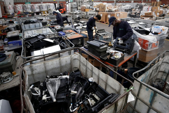 Employees sort various waste in a treatment plant for recycling of electronic products and papers at Santiago, Chile  May 9, 2019. Picture taken May 8, 2019.  REUTERS/Rodrigo Garrido