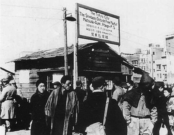 Chợ đen ở Shinbashi, Tokyo, 1946