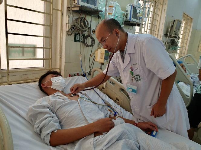 Một bệnh nhân đang điều trị sốt xuất huyết tại Trung tâm Bệnh nhiệt đới - Bệnh viện Bạch Mai (Hà Nội). Ảnh: Thùy Giang