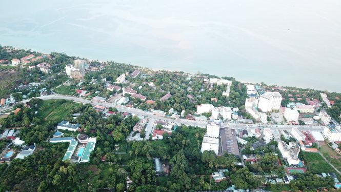 Phú Quốc dày đặc khách sạn, resort… ở khu vực ven biển. Ảnh: NGỌC KHẢI