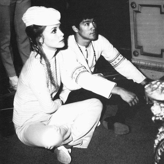 Sharon Tate và Bruce Lee, ảnh thật và người thật. Ảnh: Twitter