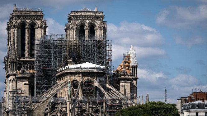 Sau vụ cháy nhà thờ Đức Bà Paris, một lượng chì lớn đã phát tán ra ngoài. Ảnh: AFP