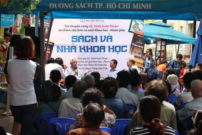 Trò chuyện cùng GS Trịnh Xuân Thuận và nhóm chủ biên tủ sách Khoa học và Khám phá tại đường sách Nguyễn Văn Bình, TP.HCM.