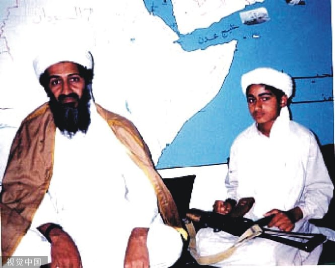 Osama Bin Laden và Hamza Bin Laden. Ảnh: China Daily