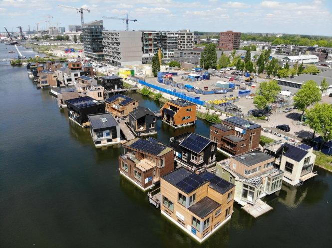 Làng nổi thân thiện với môi trường, thích ứng với cuộc sống dưới nước tại Hà Lan. -Ảnh: Marjan de Blok cung cấp