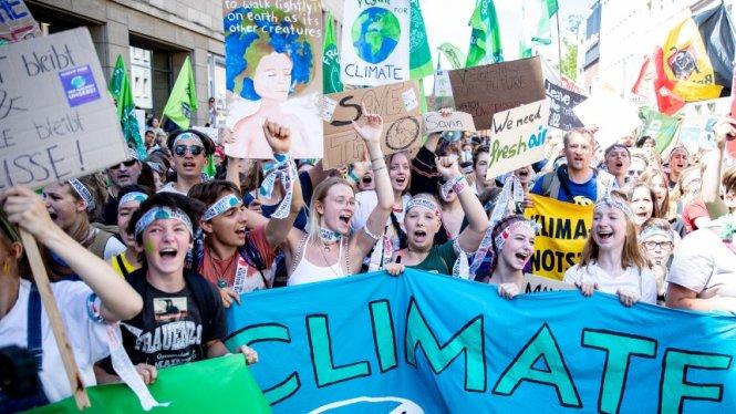 Những thanh niên học sinh Đức trong một đợt tuần hành vì môi trường. Ảnh: Spiegel