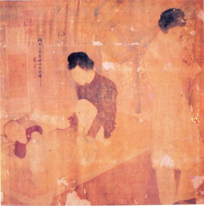 Bức Lá thư ở Bảo tàng Mỹ thuật Việt Nam (bên trái, nguồn từ tác giả Phạm Long) và Bức Lá thư có ấn triện với hàng chữ Hán gồm 2 câu thơ và tên tác giả Tô Ngọc Vân (Nguồn: Sotheby's Hong Kong)
