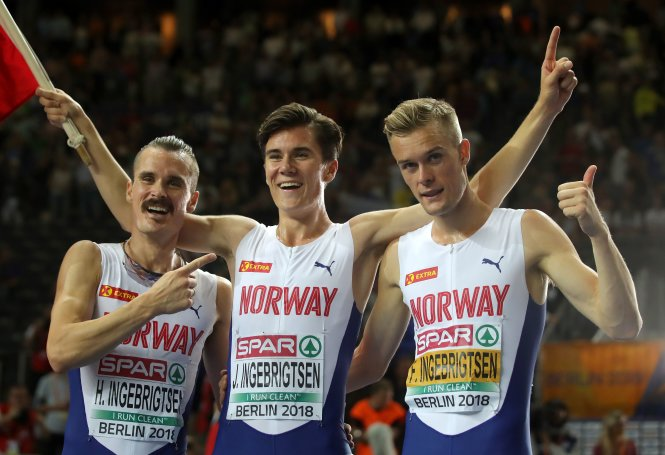 Từ trái qua: Henrik, Jakob và Filip luôn sát cánh trên đường đua cự ly dài. Ảnh: Yahoo!