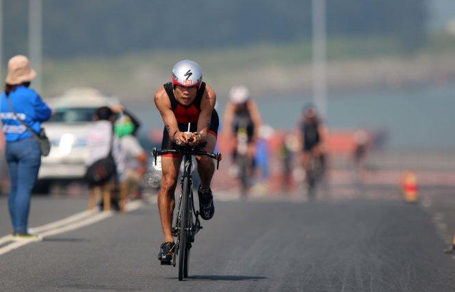Cao Ngọc Hà trong phần thi xe đạp. Ảnh: Nam Khánh