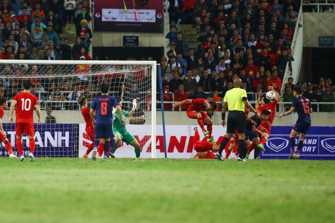 Sự quả cảm là điểm nổi bật của đội tuyển VN dưới thời ông Park. Ảnh: Nguyễn Khánh