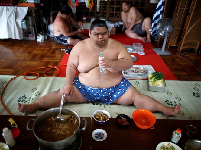 Một bữa ăn của võ sĩ sumo. Ảnh: Insider