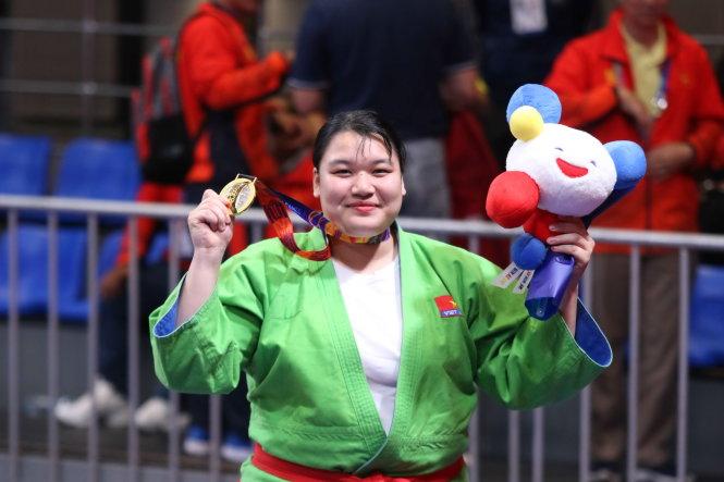 Nhà vô địch 96kg Thanh Thủy đang nỗ lực tìm lại sự thon thả, xinh đẹp của ngày xưa. Ảnh: NVCC - Quý Lượng