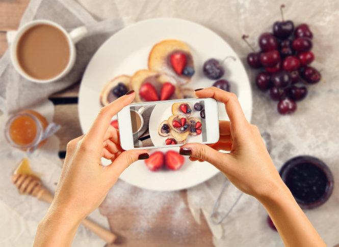 Hình minh họa: Instagram đã làm thay đổi thói quen ăn uống cũng như cách kinh doanh nhà hàng trong 10 năm qua. Ảnh: Shutterstock
