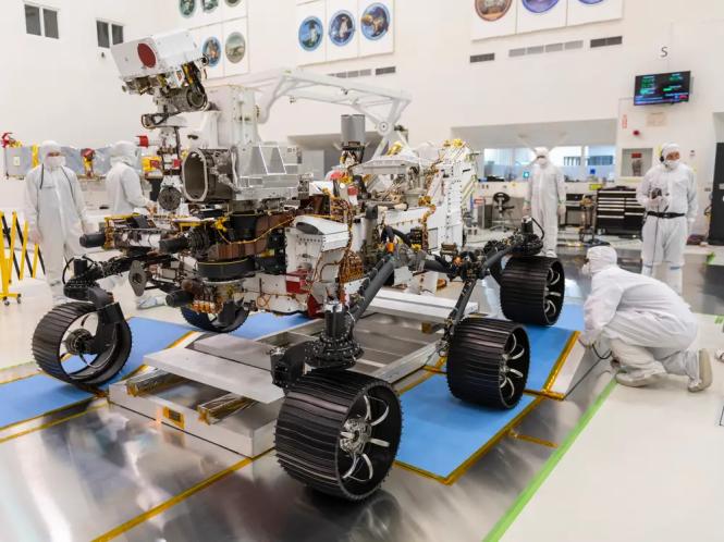 Tàu thăm dò Mars 2020 của NASA trong chuyến chạy thử ngày 17-12-2019. Ảnh: NASA