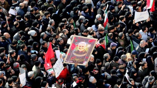 Cả triệu người đã dự đám tang ông Soleimani ở Tehran. Ảnh: CNN