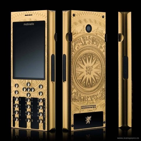 Một trong bộ 100 chiếc điện thoại Đông Sơn của hãng Mobiado.