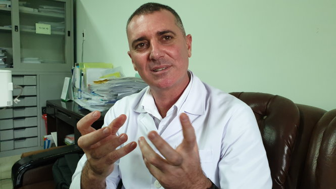 Bác sĩ Piter Martinez Benitez. QUỐC NAM