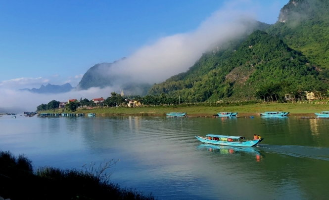Hiện khách du lịch tại Quảng Bình còn thưa thớt và đang trông chờ vào nguồn khách nội. Ảnh: Quốc Nam