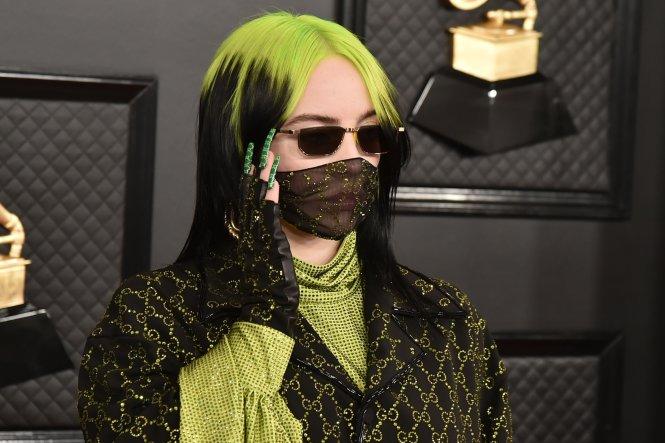 Ca sĩ Billie Eilish với chiếc khẩu trang của Hãng Gucci